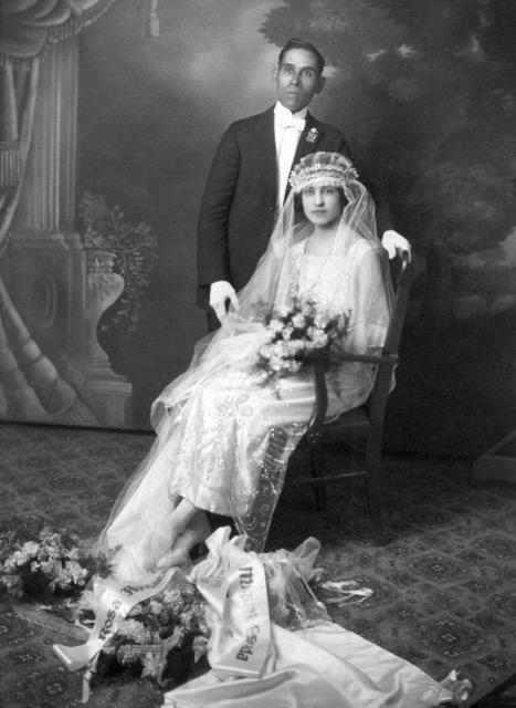 прически для свидетельницы на свадьбу
